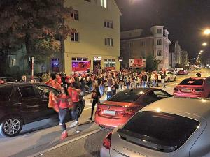 Auseinandersetzungen zwischen Albanischen Fussballfans und der Polizei