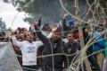 Acces-de-tension-a-la-frontiere-greco-macedonienne-des-migrants-forcent-le-passage_article_main