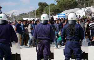 2048x1536-fit_refugies-migrants-protestent-28-mars-2016-ile-lesbos-grece