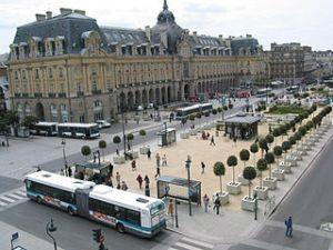 Bus_place_de_la_République_de_Rennes_(5618280893)