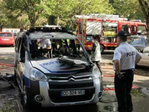 poitiers-une-voiture-de-police-incendiee-volontairement-les-suspects-recherches_image_article_large