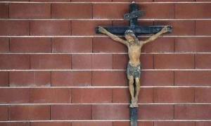 crucifix_sipa