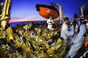 969700-des-migrants-recueillis-par-l-ong-maltaise-moas-et-la-croix-rouge-italienne-le-5-novembre-2016-au-la
